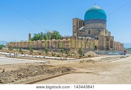 The Dorut Tilavat complex includes the Friday Mosque Kok Gumbaz mausoleum of Sufi sheikh Temurid tomb and Dorus-Tilavat madrasa Shakhrisabz Uzbekistan.