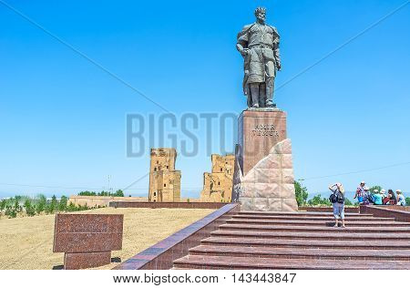 SHAKHRISABZ UZBEKISTAN - MAY 2 2015: The monument to Amir Temur next to the ruins of Ak-Saray Palace on May 2 in Shakhrisabz.