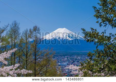 Material obtained by photographing the Mount Fuji in the main.