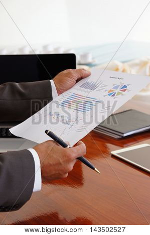 Business and analysis document summarizes sales meeting