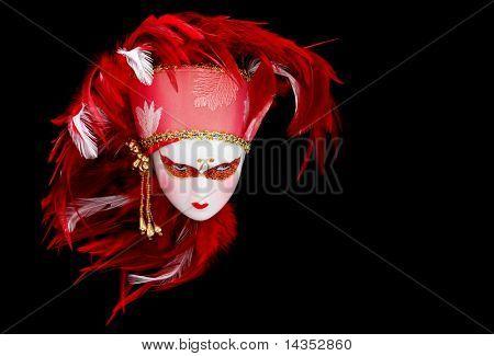 Cocar de penas de boneca máscara veneziana com vermelho vibrante e branco.