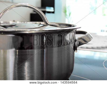 Cooking pot with selective focus on the foreground.