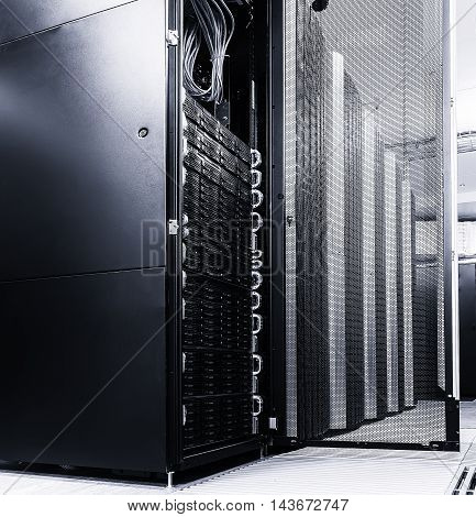 ranks modern supercomputers in the computational data center