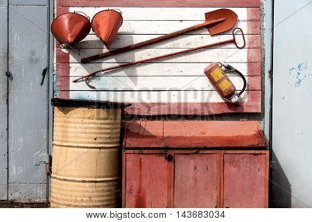 Fire shield. A crowbar shovel fire extinguisher bucket