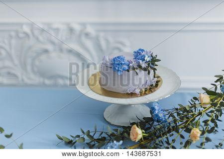Wedding decorations with cake and beautiful flowers. serenity color