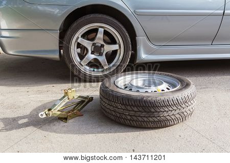 Change spare wheels for maintenance the tyre
