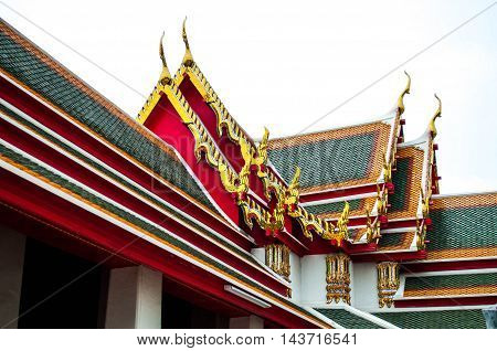 the colorful of roof top of buddha church