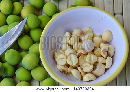 lotus seed peel out on cup and knife blade