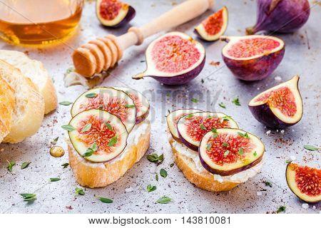 Bruschetta With Fresh Figs, Honey And Thyme