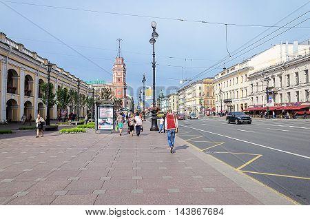 ST. PETERSBURG, RUSSIA - AUGUST 13, 2016: Nevsky Prospect near Gostiny Dvor