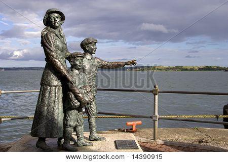Annie Moore y su estatua de dos hermanos
