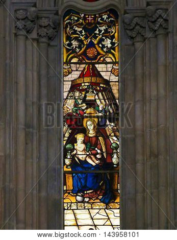 Stained Glass In Batalha Monastery - Madonna And Child