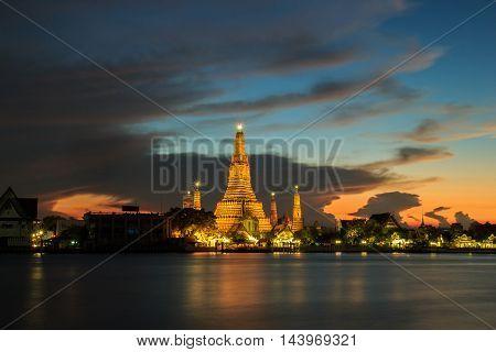 Wat arun in twilight time and fantastic sky Bangkok Thailand
