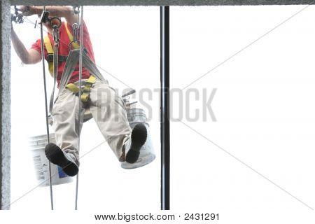 Fenster zur Festsetzung Mann bei der Arbeit