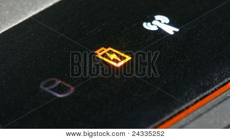 Orange Batterie-Warnsignal