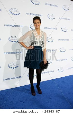 .LOS ANGELES - OCT 14:  Jessica Alba arriving at the Clinton Foundation