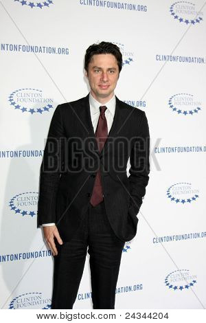 .LOS ANGELES - OCT 14:  Zach Braff arriving at the Clinton Foundation