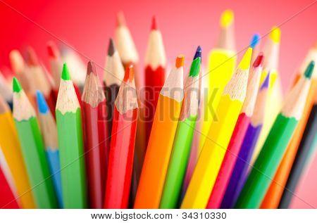 Buntstifte in Kreativität-Konzept