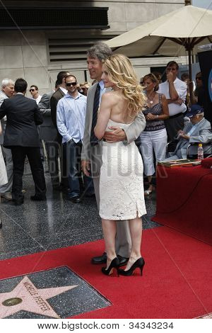 LOS ANGELES - AUG 6: Michelle Pfeiffer, David E Kelley  as Michelle Pfeiffer was honored with the 2,345th star on the Hollywood Walk of Fame on August 6, 2007 in Los Angeles, California