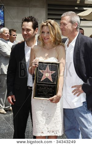 LOS ANGELES - AUG 6: Paul Rudd, Michelle Pfeiffer, Jeff Bridges  as Michelle Pfeiffer was honored with the 2,345th star on the Hollywood Walk of Fame on August 6, 2007 in Los Angeles, California