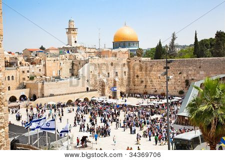 JERUSALEM, ISRAEL - APRIL 27: Jews praying at the western wall on a jewish holiday Israel's 64th Independence Day on April 27, 2012 in Jerusalem, Israel