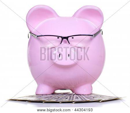 Alcancía con dinero. Fondo del concepto de cuenta de ahorro.
