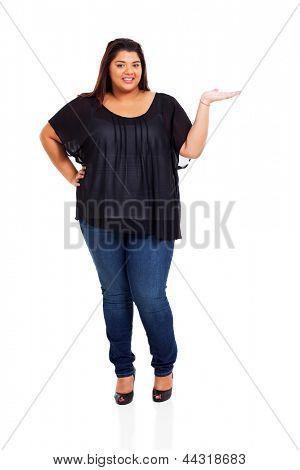 mulher linda plus size, apresentando em branco