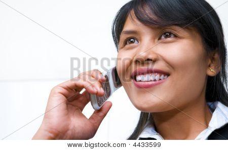 schöne geschäftsfrau am Telefon