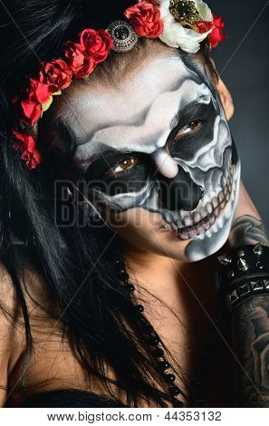 Mulher com rosto-arte de scull