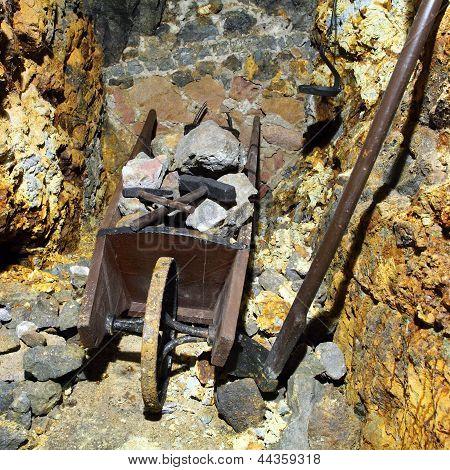 Mine Symbol - Hammer And Wheelbarrow