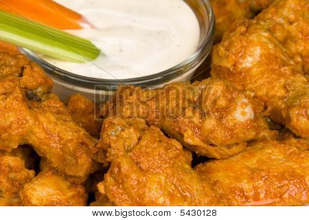 Hot Wings With Dipping Sauce