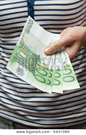 Gives Bills Euro