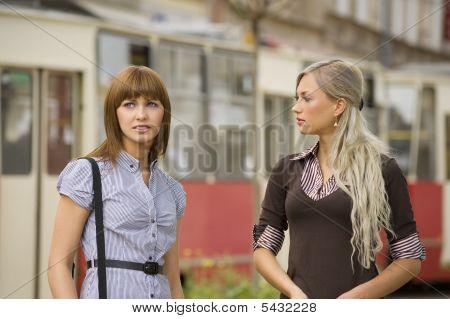 Zwei nette Mädchen
