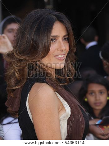 LOS ANGELES - OCT 22:  SALMA HAYEK arrives to the