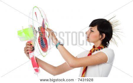 La chica con el ventilador