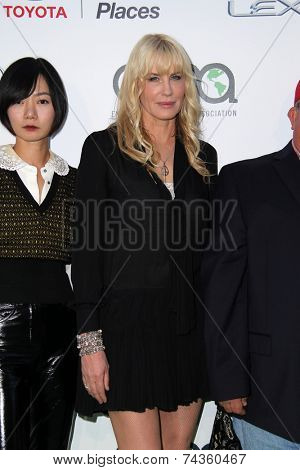 LOS ANGELES - OCT 18:  Daryl Hannah at the 2014 Environmental Media Awards at Warner Brothers Studios on October 18, 2014 in Burbank, CA