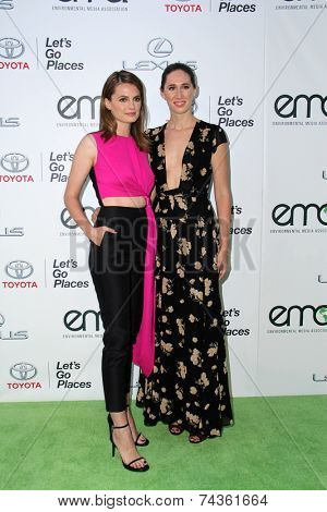 LOS ANGELES - OCT 18:  Stana Katic, Gigi Katic at the 2014 Environmental Media Awards at Warner Brothers Studios on October 18, 2014 in Burbank, CA