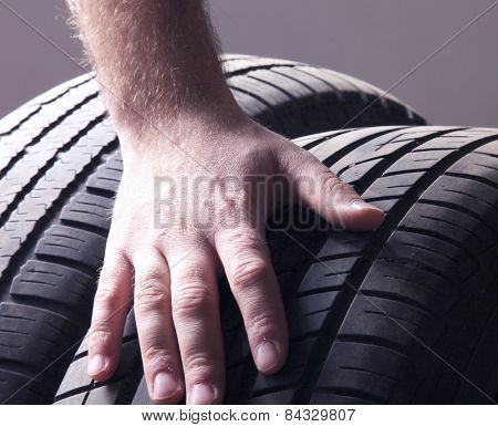 Car service. Wheels and mans hand