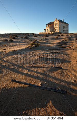 Abandon building in Kolmanskopp Diamond mine
