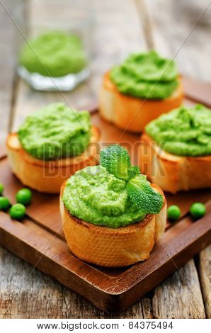 Bruschetta With Green Peas And Mint Puree