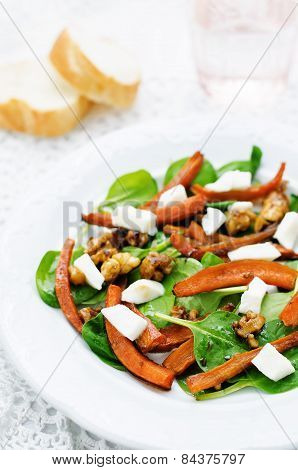 Salad With Spinach, Mozzarella, Walnuts And Caramelized Carrots