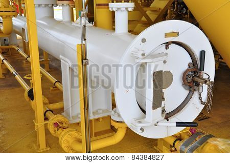 Pig luncher in oil and gas industry, Cleaning pipe line equipment in oil and gas industry