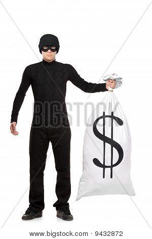 Retrato de cuerpo entero de un ladrón con una bolsa con nosotros cartel