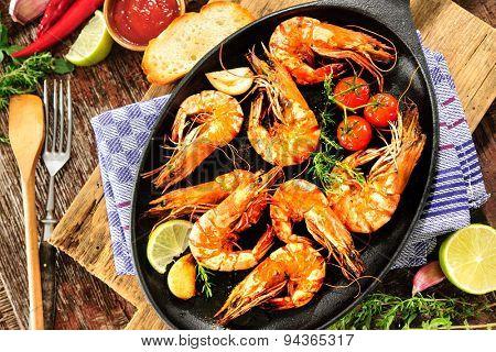 Fried king prawns on iron pan