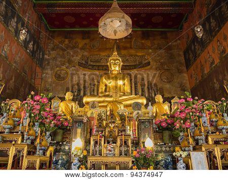 BANGKOK, THAILAND, JUNE 06, 2015: The Principal Buddha Image In The Church Of Wat Rakhangkhositraram