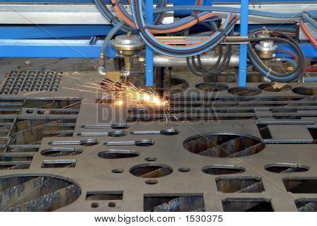 Máquina para corte de chapa de acero