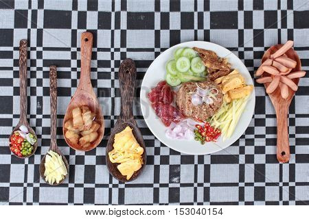 Fried sausage served with fried jasmine rice with shrimp paste,(Kao Klok Kapi)  set as green mango roll,Chinese sausage,crispy dried fish,shrimp,chili,shallot,sweet pork,cucumber and scrambled egg .