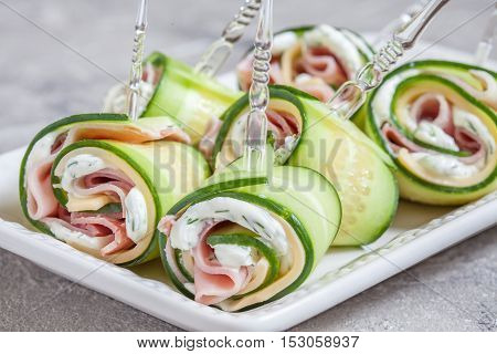 Cucumber rolls with ham and cream cheese
