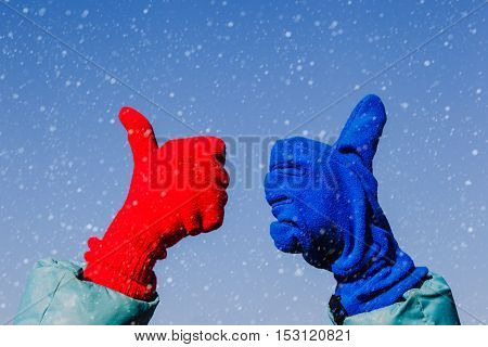 thumbs up on winter snow, love winter concept