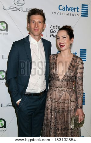 LOS ANGELES - OCT 22:  Daryl Wein, Zoe Lister-Jones at the 26th Annual Environmental Media Awards at Warner Brothers Studio on October 22, 2016 in Burbank, CA
